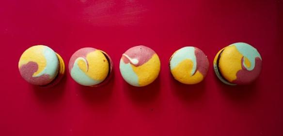 multicolor-macaroon-wedding-dessert-3